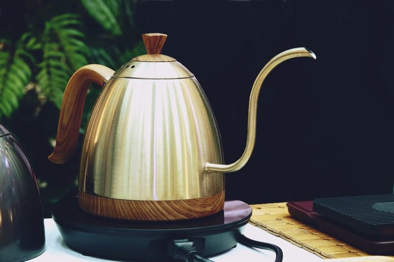 Electric coffee drip kettle for pour over coffee brewing method.